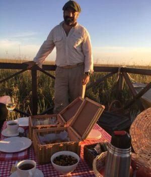 Argentinien, Tour Guide Picknick bei Sonnenuntergang, Estero de Ibera, Latin America Tours