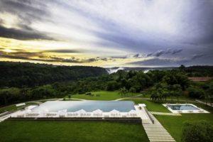 Argentinien, Hotel Gran Melia Iguazu, Pool mit Sicht auf Iguazu Faelle