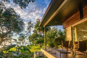 Argentinien, Hotel Puerto Valle, Terrasse for Bungalow, Posadas Region, Latin America Tours
